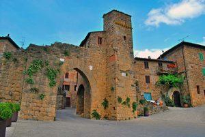 monticchiello-mura-porta-300x201