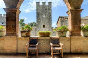 tuscany-castello-di-modanella-terrace